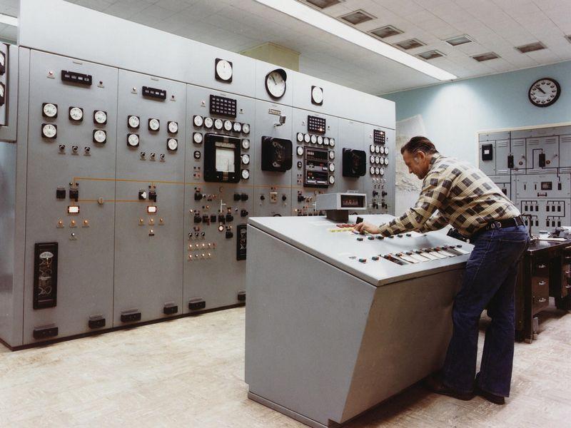 離れた複数制御盤の警報を管理者に簡…
