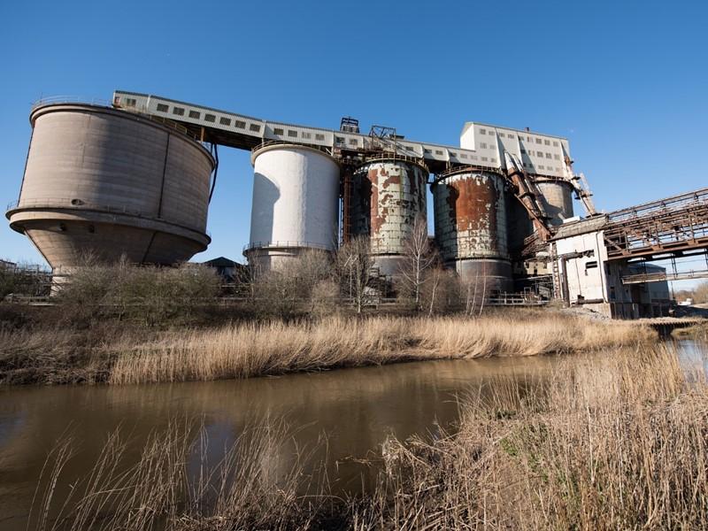 工場排水の水質(pH・濁度)を後付けで一元遠隔監視!