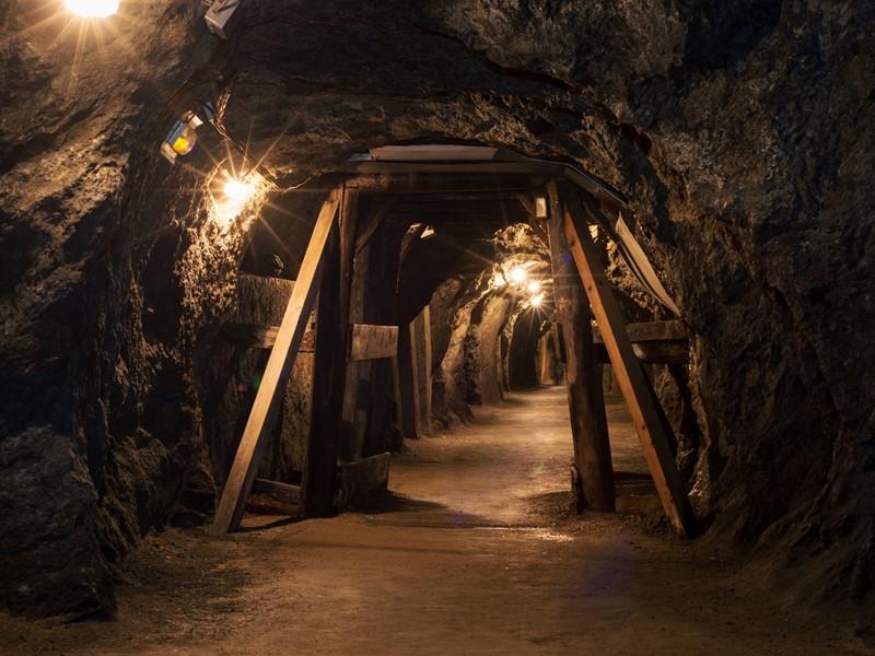 安全監視!鉱山坑内におけるガス濃度を遠隔モニタリング!